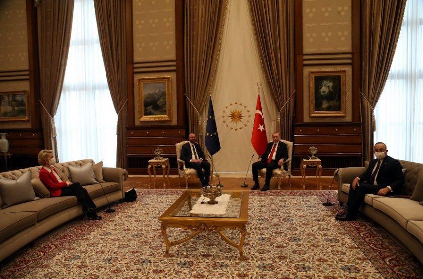 """Ιταλοτουρκικό επεισόδιο για το """"sofagate"""" – Ντράγκι: Δικτάτορας ο Ερντογάν – Τσαβούσογλου: Είσαι διορισμένος πρωθυπουργός"""