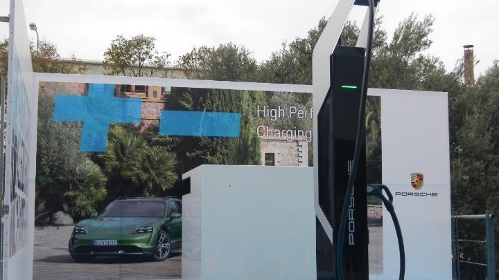 Έχεις ηλεκτρικό αυτοκίνητο; Τέθηκε σε λειτουργία ο ισχυρότερος σταθμός φόρτισης – Δες που είναι…
