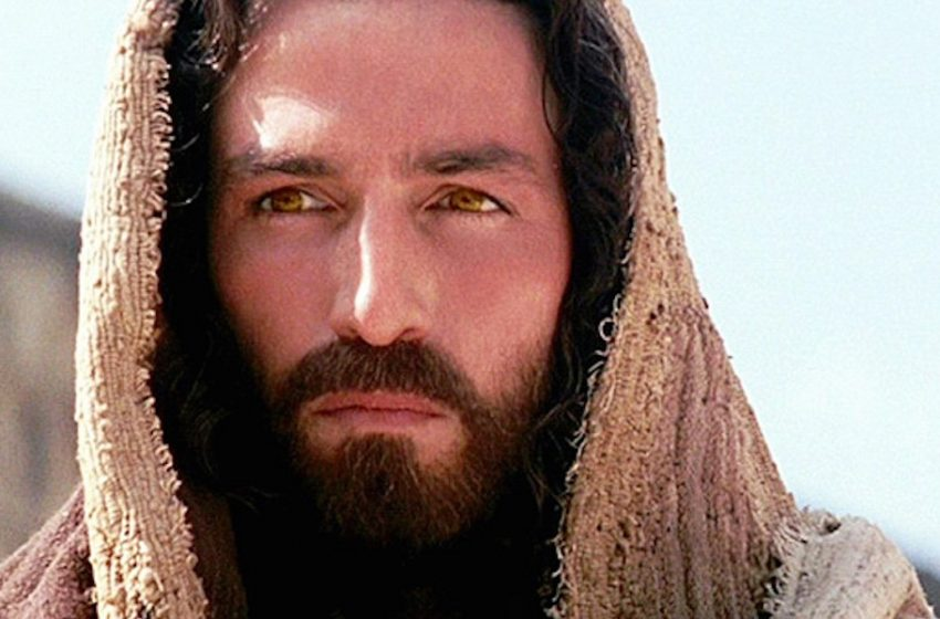 Οι 12 τελευταίες ώρες του Ιησού – Η ακατάλληλη ταινία που κατέστρεψε την καριέρα του πρωταγωνιστή (vid)