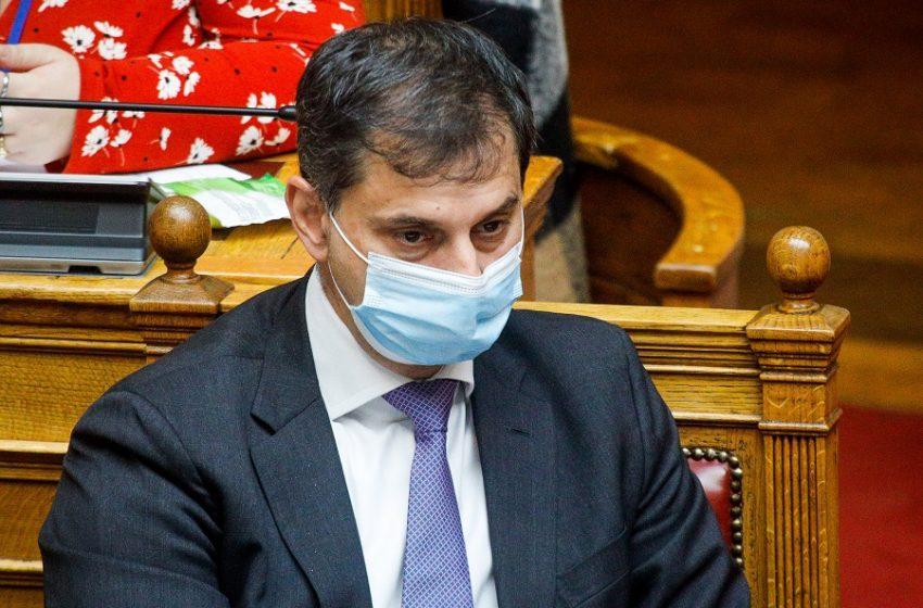 Βουλή: Πυρ ομαδόν κατά Θεοχάρη για το άνοιγμα του τουρισμού