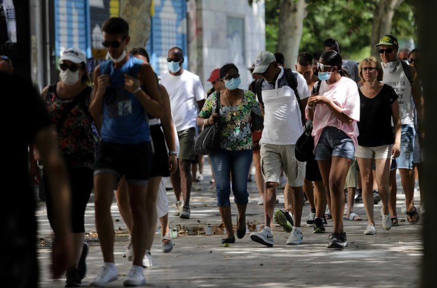 Αξιωματούχος Υπ. Πολιτισμού στο Reuters: Την επόμενη εβδομάδα η Ελλάδα σταματά τους περιορισμούς για τουρίστες