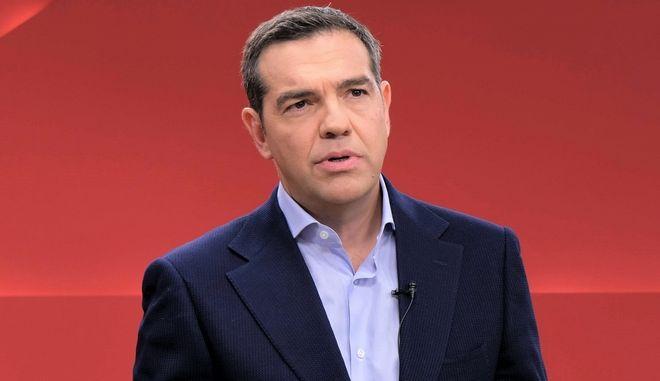 Σκληρή κόντρα κυβέρνησης-ΣΥΡΙΖΑ για τις δηλώσεις Τσίπρα για το εμβόλιο της Astra Zeneca