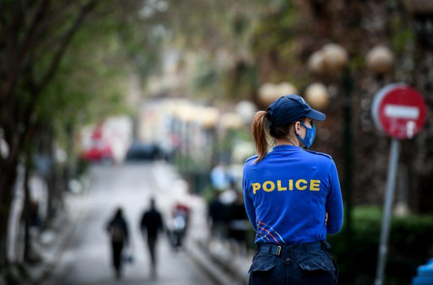 Σε αστυνομικό κλοιό για δεύτερη ημέρα η πλατεία Βαρνάβα στο Παγκράτι