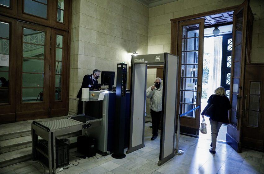 Ο Φουρθιώτης προσπάθησε να μπει στην Βουλή με την πλαστή ταυτότητα – Στον εισαγγελέα η υπόθεση