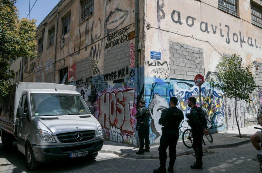 Θέατρο Εμπρός: Νέα επιχείρηση Αστυνομίας να σφραγίσει τον χώρο