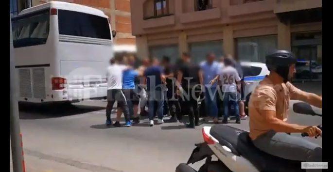 Επίθεση οπαδών κατά αστυνομικών στα Χανιά – Χτυπήθηκε βάναυσα γυναίκα (vid)