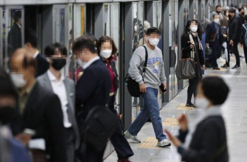 Νότια Κορέα: Πετούν τις μάσκες όσοι έχουν εμβολιαστεί έστω και με μια δόση