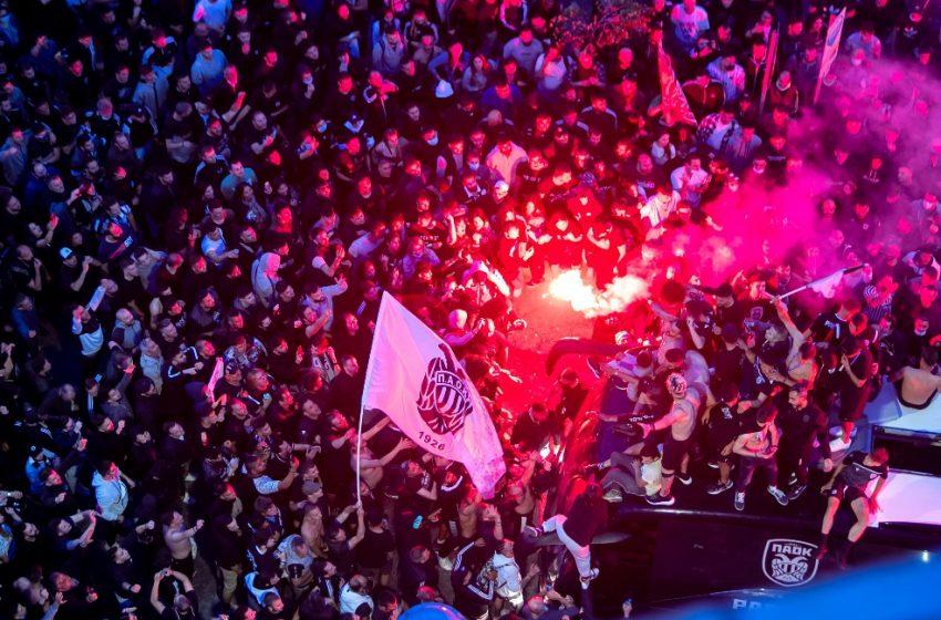 Ξενύχτησε η Θεσσαλονίκη για τον ΠΑΟΚ – Γλέντι μέχρι το πρωί στον Λευκό Πύργο (εικόνες,vids)