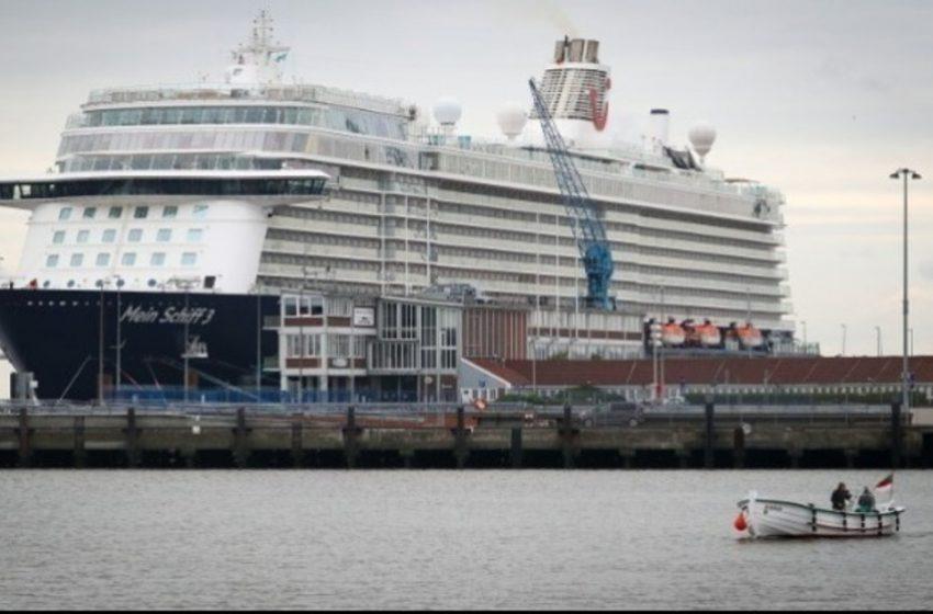 Στον Πειραιά το πρώτο κρουαζιερόπλοιο της σεζόν