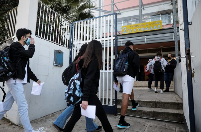 Ηλιόπουλος: Βαθιά επικίνδυνο το πρωτόκολλο αναστολής 50%+1 στα σχολεία