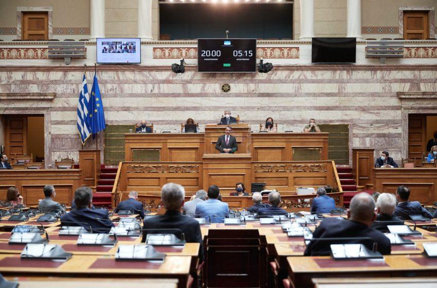 ΝΔ: Η χώρα διαθέτει συγκεκριμένο σχεδιασμό για την ενέργεια και το κλίμα – Ουσιαστική διαβούλευση για τον νέο νόμο ζητά η αντιπολίτευση