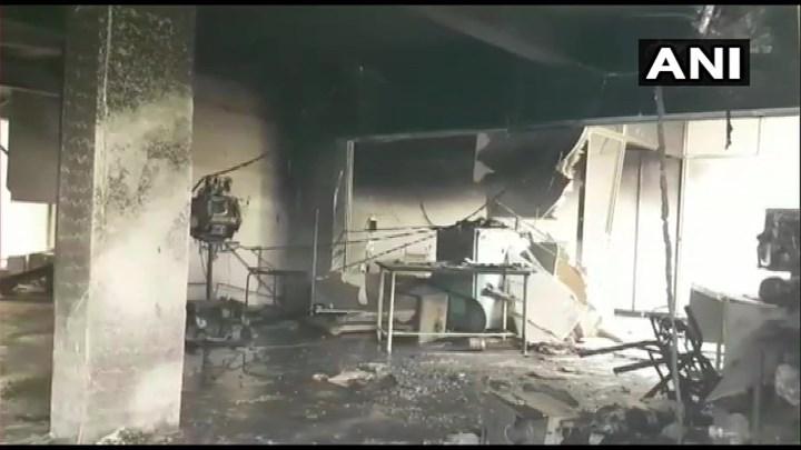 Ασύλληπτη τραγωδία στην Ινδία: 18 νεκροί από πυρκαγιά σε ΜΕΘ νοσοκομείου για κοροναϊό (εικόνες-vid)