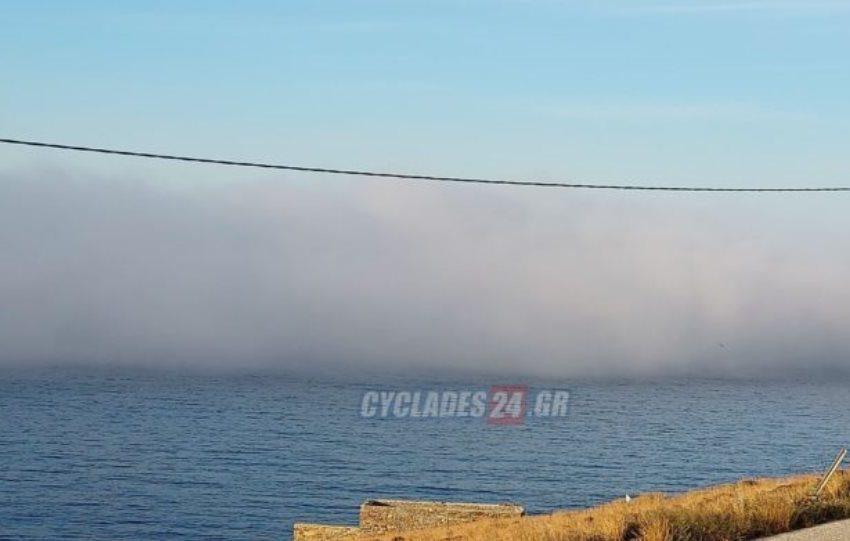 """Δεν πίστευαν στα μάτια τους στην Τήνο – """"Εξαφανίστηκε"""" η Μύκονος από τον… θαλάσσιο καπνό (εικόνες)"""