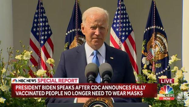 """Έβγαλε τη μάσκα του ο Τζο Μπάιντεν – """"Πανηγυρίζουν"""" οι ΗΠΑ (vid)"""