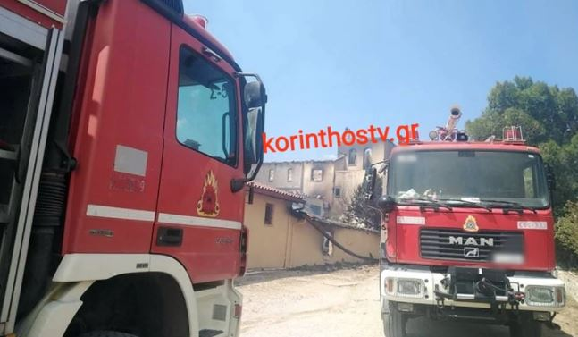 Καίγεται οινοποιείο στα Μέγαρα (εικόνες)
