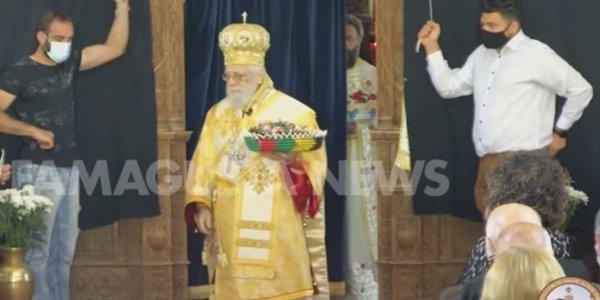 Κύπρος: Ο Πάτερ Ηρακλής τήρησε το έθιμο και… έτρεξε μέσα στην εκκλησία (vid)