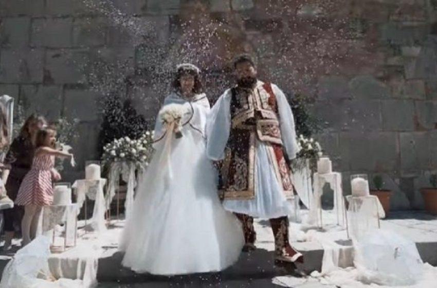 Ο Γάμος της Χρονιάς: Ζευγάρι από τα Τρίκαλα τιμά τα 200 Χρόνια από την Ελληνική Επανάσταση (vid)