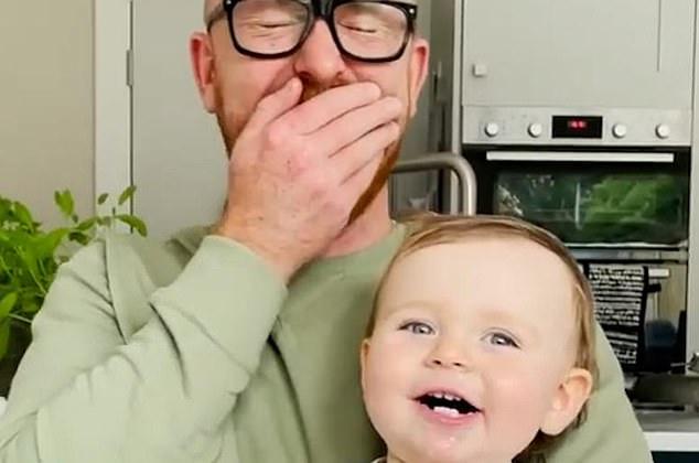 """Μωρό μαθαίνει να λέει """"μαμά"""" αλλά η φωνή του είναι… απόκοσμη (vid)"""