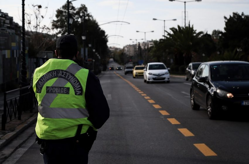 Πόσα άτομα μπορούν να ταξιδέψουν με αυτοκίνητο εκτός νομού-Τι ισχύει με τις μάσκες
