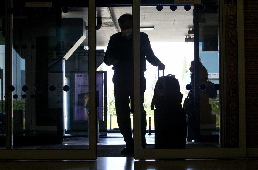 Συνελήφθη στο αεροδρόμιο «Ελευθέριος Βενιζέλος» με 72 δελτία ταυτότητας και 4 διαβατήρια