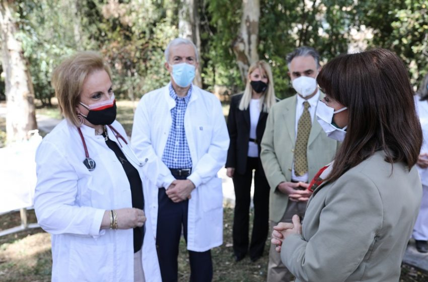 """Επίσκεψη  Σακελλαροπούλου στο ΓΝΑ """"Γ. Γεννηματάς"""""""