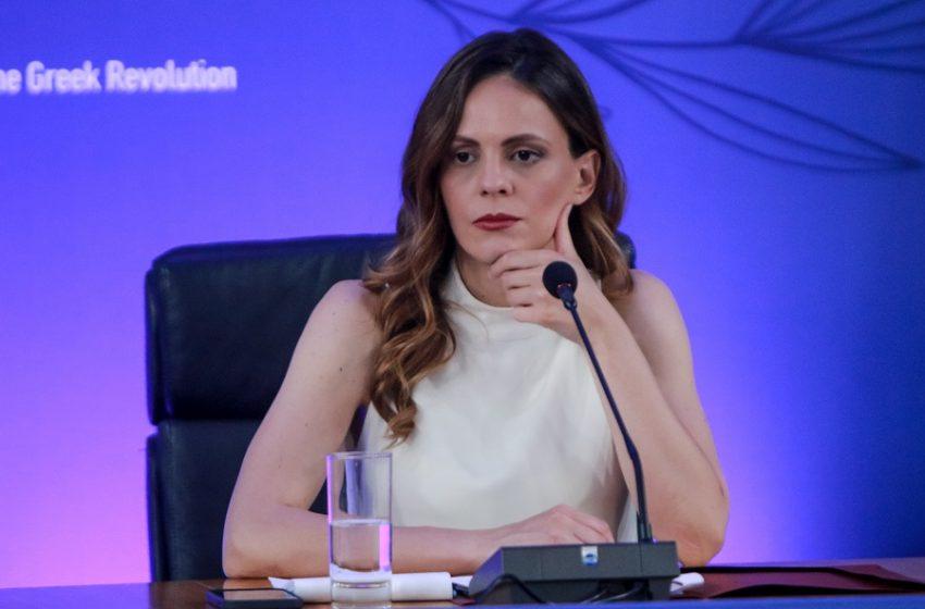 Η έγκυος Έφη Αχτσιόγλου ποζάρει, για πρώτη φορά, στο πλευρό του Δημήτρη Τζανακόπουλου για την συνεπιμέλεια