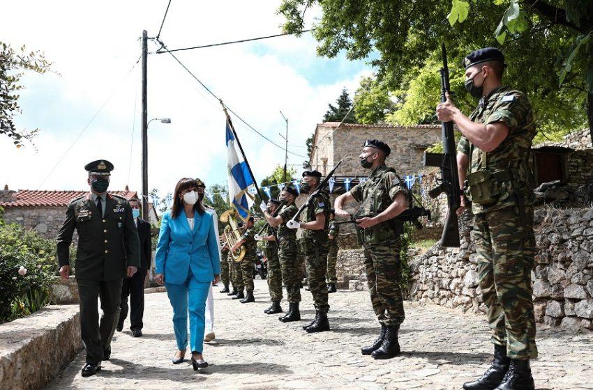Η Κατερίνα Σακελλαροπούλου τίμησε τη μνήμη των χιλιάδων νεκρών της Σφαγής της Χίου