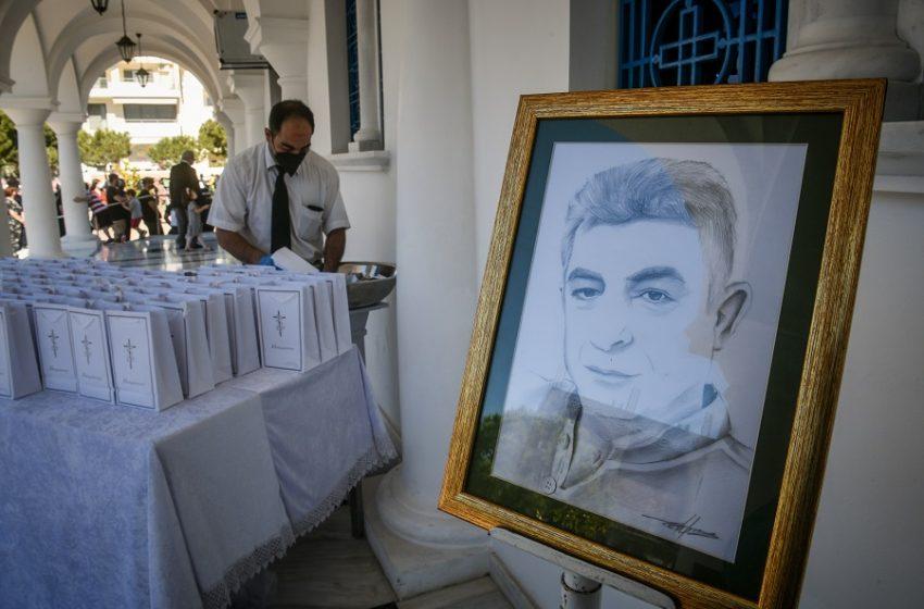 Θλίψη και συγκίνηση στο μνημόσυνο του Γιώργου Καραϊβάζ