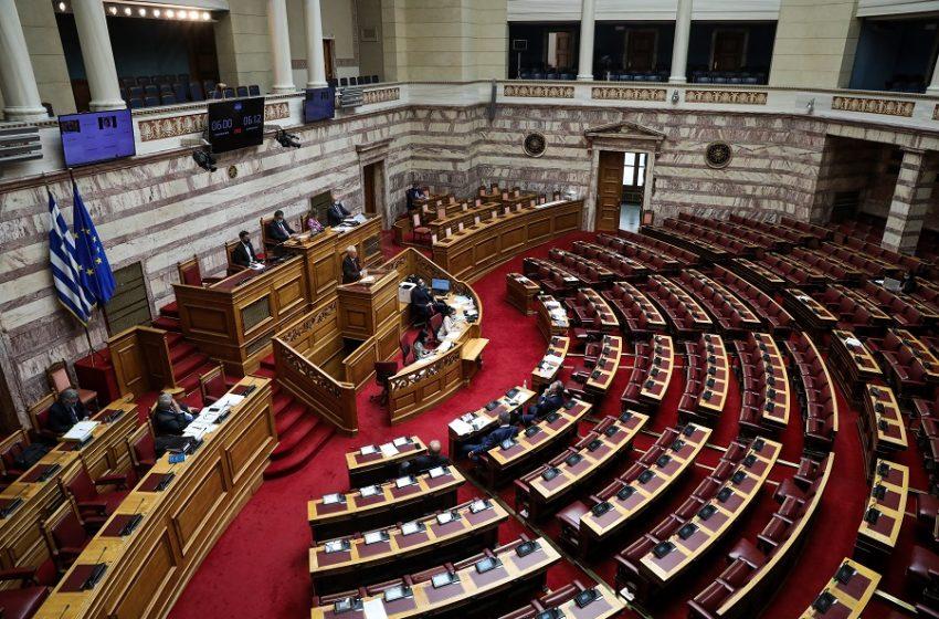 Χαλάρωση των μέτρων στη Βουλή: Στους 120 οι βουλευτές με ταυτόχρονη φυσική παρουσία