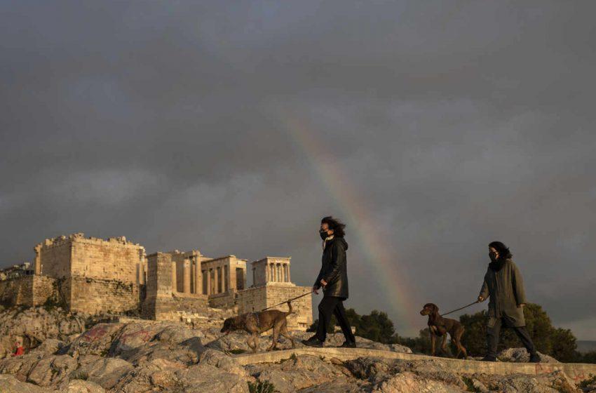 Le Monde: Στην Ακρόπολη, αρχαιολόγοι και ιστορικοί μιλούν για ιεροσυλία- Μετά τη Liberation, νέο γαλλικό δημοσίευμα