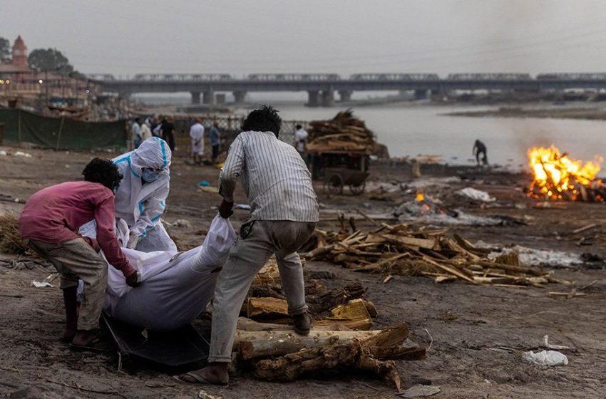 """Ινδία: """"Ξεβράζει"""" πτώματα ο Γάγγης"""