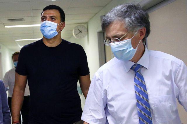 """Πάνω από το 85% των γιατρών έχει εμβολιαστεί- Διαψεύδει τις """"φήμες"""" ο Κικίλιας- Υποχρεωτικός ο εμβολιασμούς στους υγειονομικούς από τον Σεπτέμβριο"""