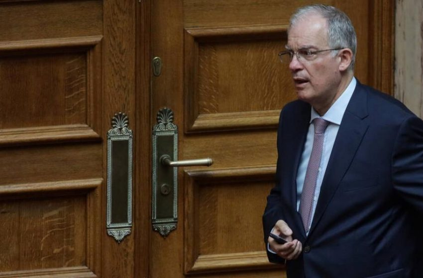 Μικρή υποχώρηση Τασούλα: Αυξάνεται από 50 σε 100 ο αριθμός των βουλευτών στην Ολομέλεια της Βουλής