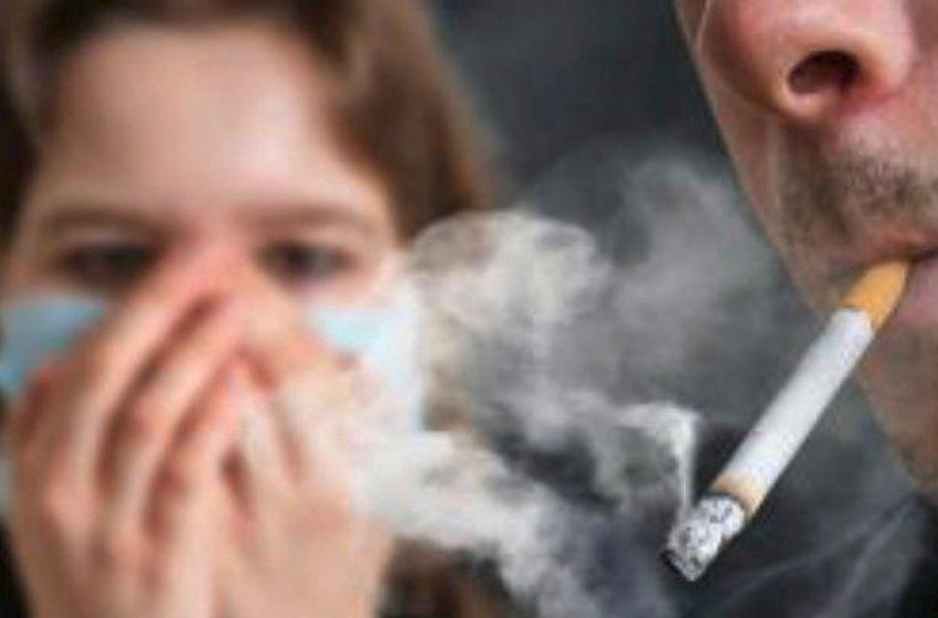 Πόσο βοηθάει το κάπνισμα στην διασπορά του κοροναϊού