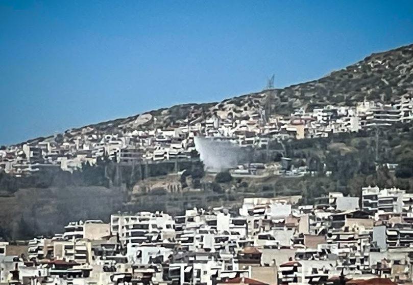 Υπό μερικό έλεγχο η πυρκαγιά σε αλσύλλιο στην Αργυρούπολη