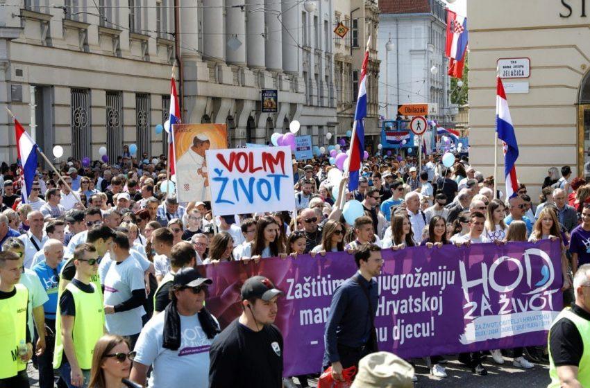 Χιλιάδες διαδηλωτές κατά των αμβλώσεων στην Κροατία