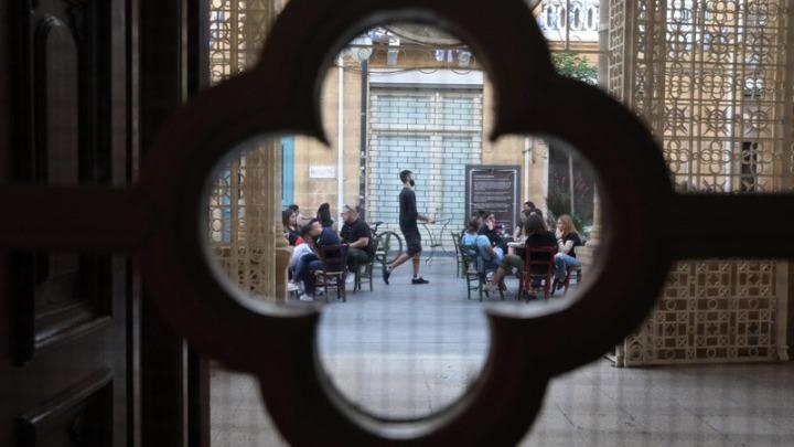 Επανέρχεται σε πλήρη κανονικότητα η Κύπρος: Τέλος η απαγόρευση μετακινήσεων – Επαναλειτουργία των εσωτερικών χώρων στην εστίαση