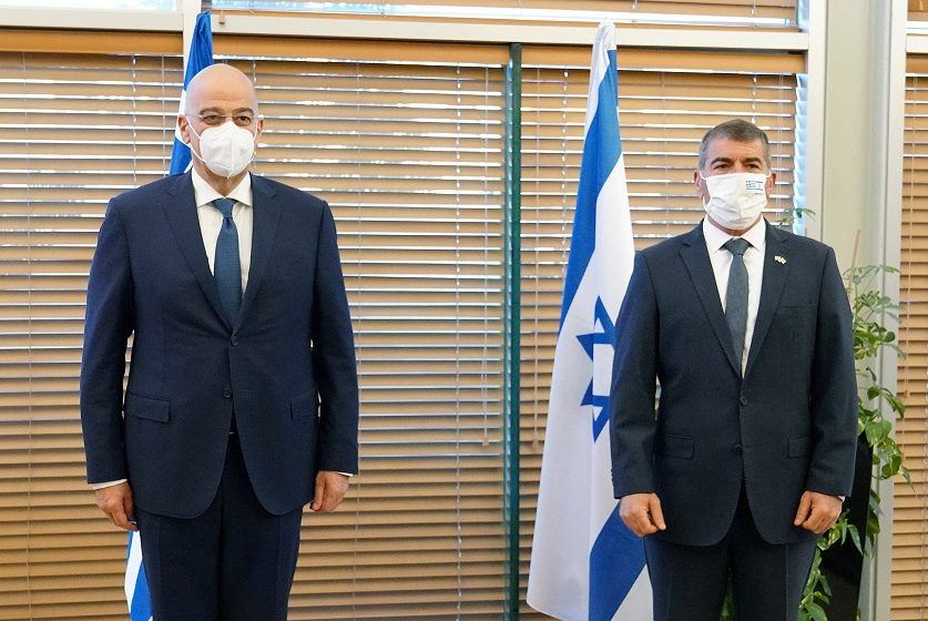 """Στην """"κόψη του ξυραφιού"""" η επίσκεψη Δένδια σε Ισραήλ και Παλαιστίνη – Γιατί προκάλεσε αντιδράσεις"""