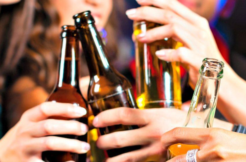 Το αλκοόλ φέρνει τους άγνωστους πιο κοντά