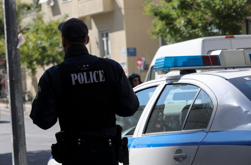 Άγρια δολοφονία στη Βάρη – Μαφιόζικη εκτέλεση με σφαίρα στο κεφάλι στη μέση του δρόμου