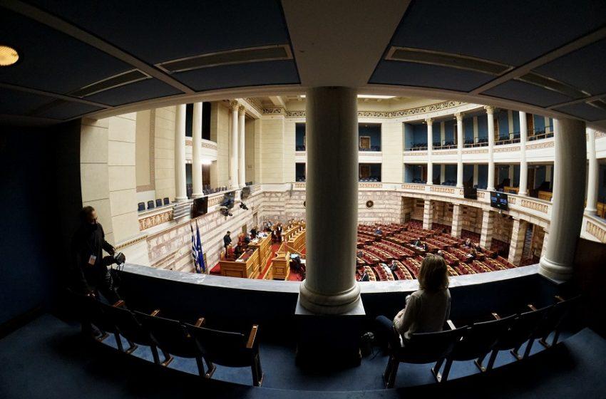 Εργασιακό νομοσχέδιο: Η τελική διάταξη για το 8ωρο – Πότε ψηφίζεται