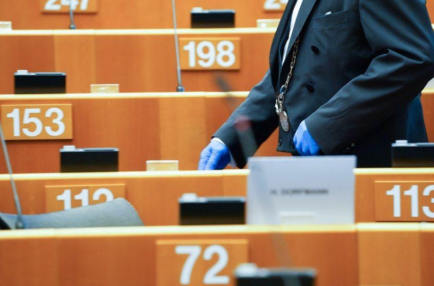 Ευρωβουλευτές της ΝΔ καταψήφισαν πρόταση για άρση της πατέντας των εμβολίων
