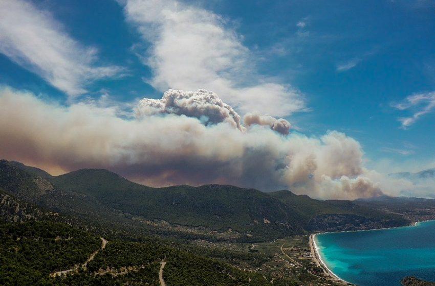 """""""Κόλαση"""" στην Κορινθία: Ανεξέλεγκτη η φωτιά, εκκενώνεται και το Αλεποχώρι"""