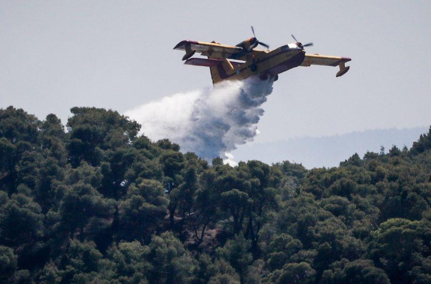 Κορινθία: Σε ύφεση η φωτιά – Παραμένουν ενεργές διάσπαρτες εστίες