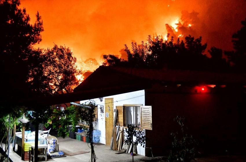 Προειδοποίηση: Δυσοίωνες προβλέψεις για τη φωτιά στο Σχίνο (vid)