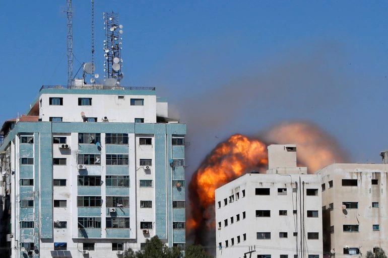 Χτυπήθηκε από ισραηλινά πυρά το κτίριο που στεγάζονται το AP και το Al Jazeera