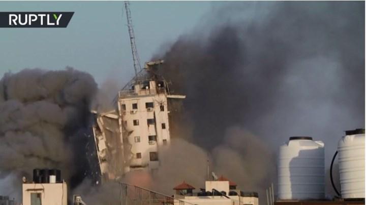 Γάζα: Η στιγμή που καταρρέει 14ώροφο κτίριο έπειτα από ισραηλινή επιδρομή (vid)