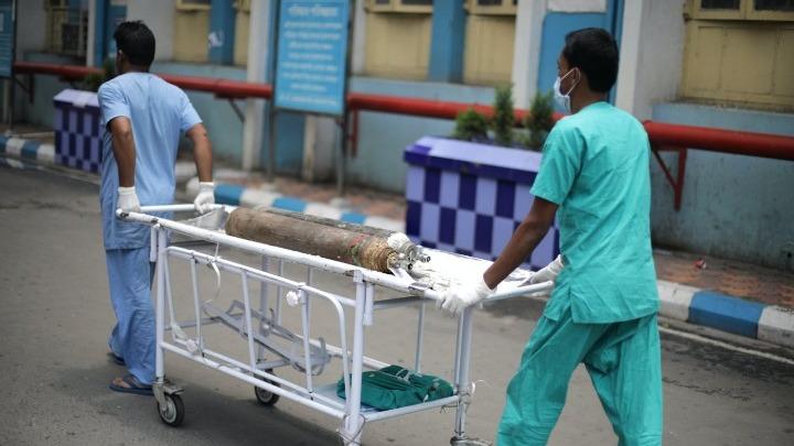Τραγωδία στην Ινδία: Τα νοσοκομεία καταφεύγουν στα δικαστήρια για να εξασφαλίσουν οξυγόνο