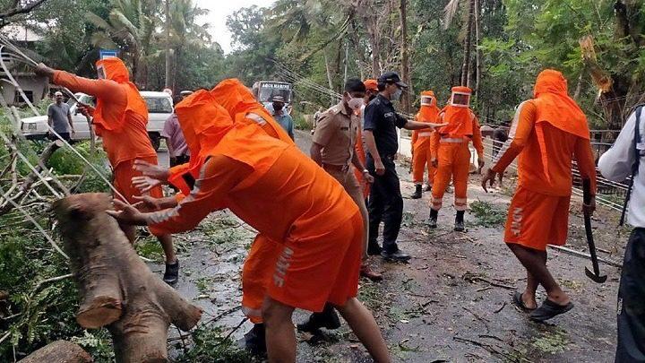 Τουλάχιστον 4 νεκροί στην Ινδία ενώ προσεγγίζει τη χώρα ένας ισχυρός κυκλώνας