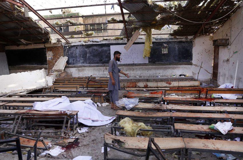 Μπαράζ εκρήξεων κοντά σε σχολείο στην Καμπούλ – Δεκάδες νεκροί και τραυματίες